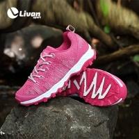 Giày thể thao màu hồng